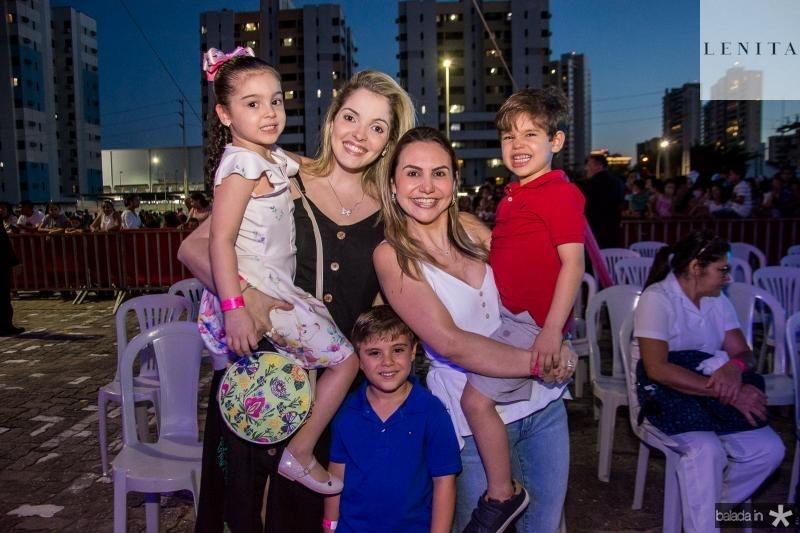 Sara Diogo, Natalia Diogo, Arthur Gomes de Matos, Adriana Queiroz e Constantino Queiroz