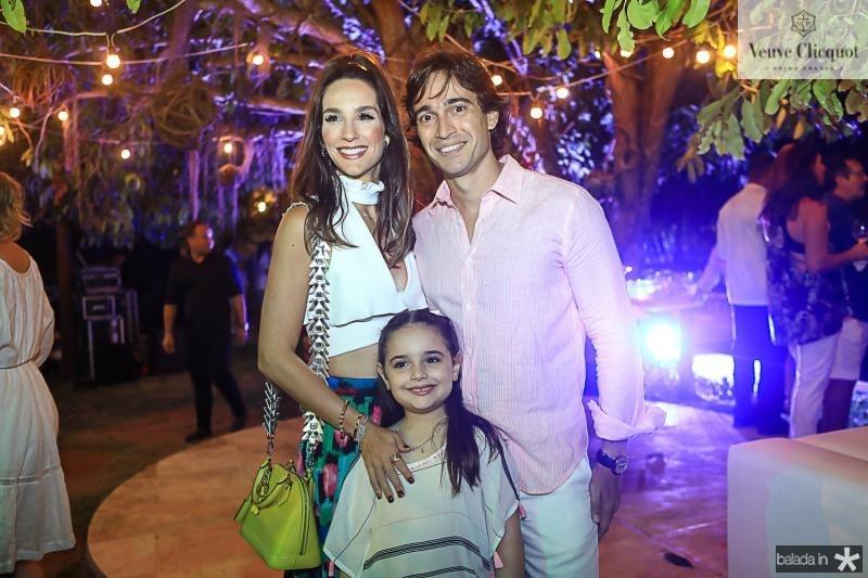 Marcela, Rodrigo e Victoria Carvalho