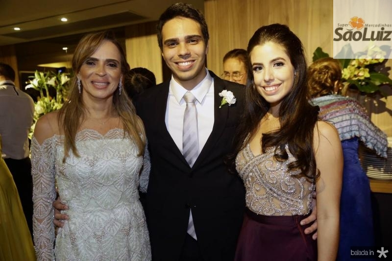 Sonia e Matheus Ximenes e Marina Pierre