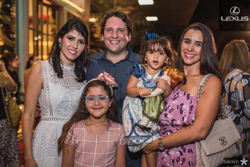Flavia Laprovitera, Daniel Simoes, Katerine Simoes, Bianca Barbosa e Vivian Barbosa