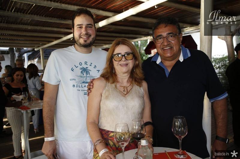 Victor, Naila e Adonai Porto
