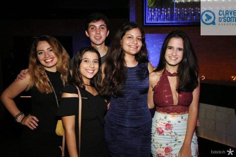 Ana Luiza, Gabriela Bitu, Guilherme Ponte, Isadora Lourenco e Amanda Esmeraldo