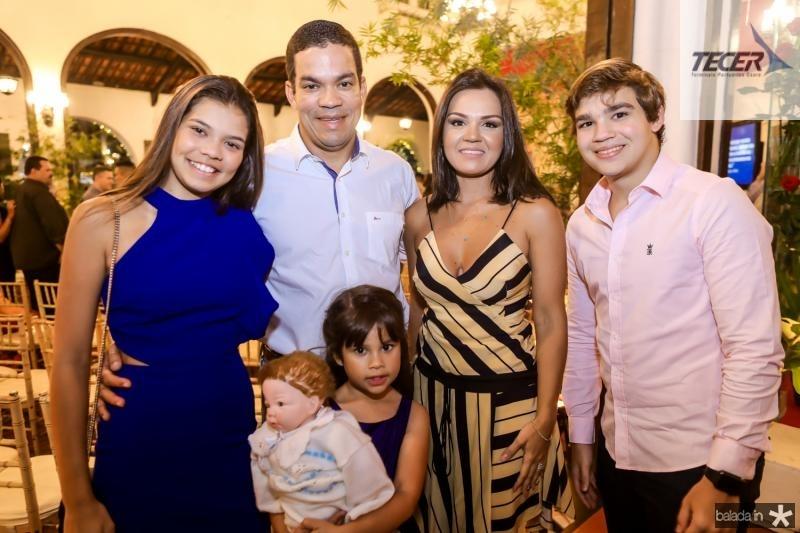 Lara, Kaka, Paula, Katarine e Cadu Queiros