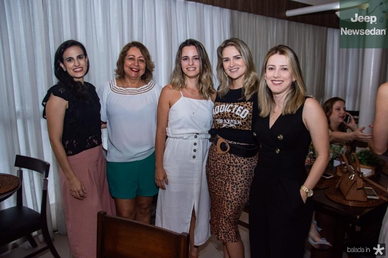 Nisse Aguiar, Maria do Carmo, Maira Cavalcante, Mariana Santiago e Cristina Sena