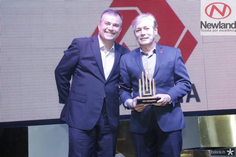 Ricardo Bezerra e Construtora Colmeia