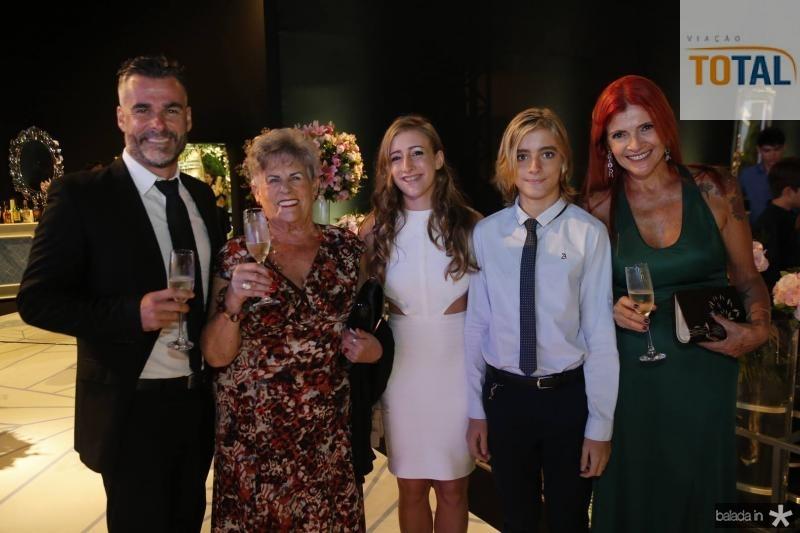 Jens, Begona, Sophia, Dante e Debora Raffelsieper