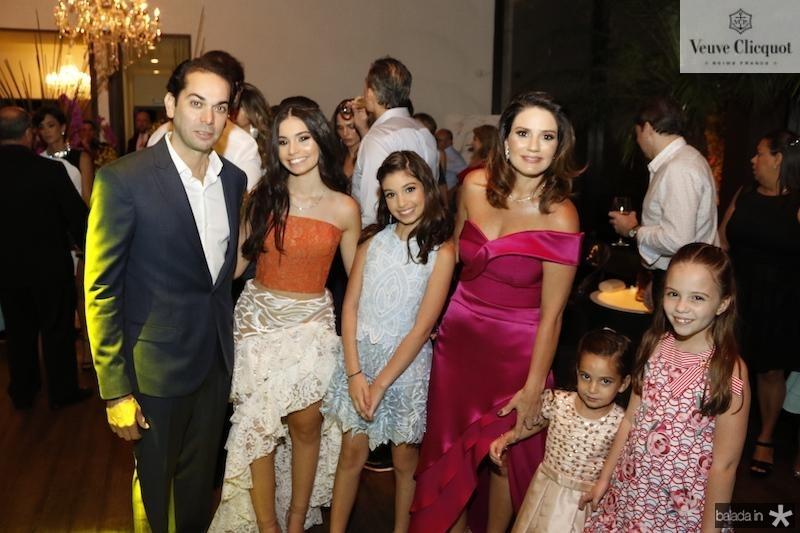 Claudio e Renata com Claudinha, Lara, Lina e Raquel