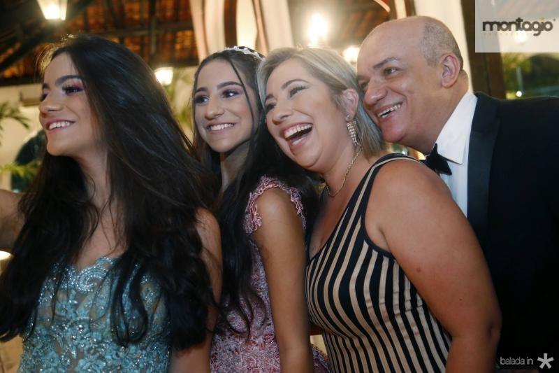 Sara, Ester, Suzana e Paulo Figueiredo