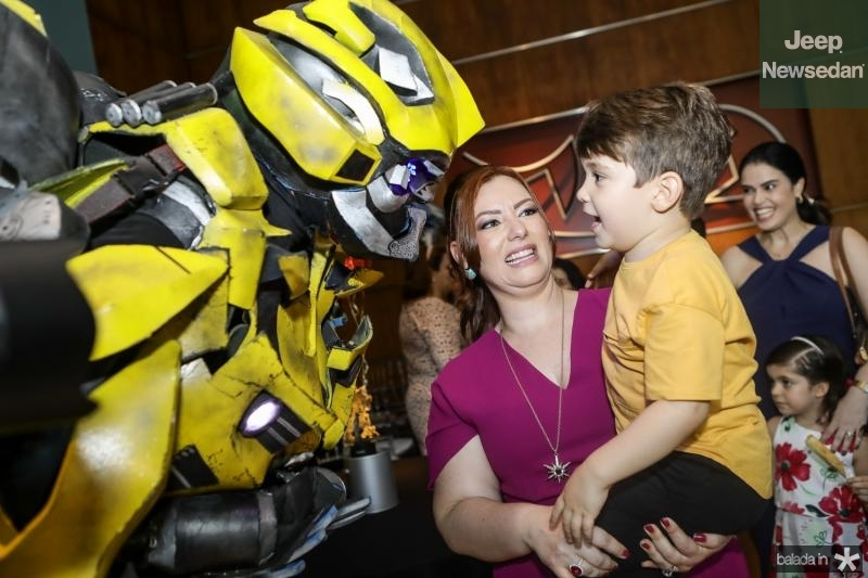 Bumblebee, Aline e Victor Barroso