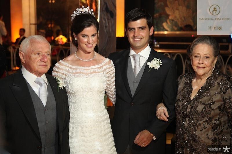 Jacob e Glória Barata com os noivos Beatriz Barata e Chiquinho Feitosa