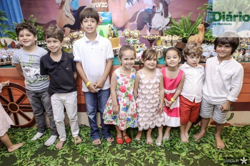 Henri, Felipe, Leo, Celina, Athina, Valentina, Miguel e Igor Leal