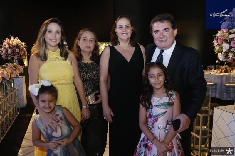 Isabela e Juliana Barros, Vanessa Mesquita, Valeria e Maria Eduarda Barros e Danilo Araujo