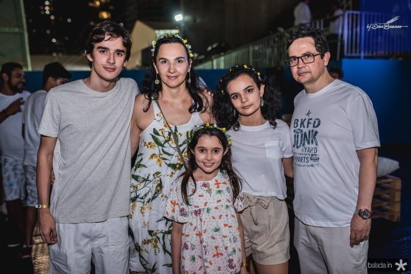 Pedro Henrique, Magda, Maria Clara, Maria Luiza e Gilberto Pontes