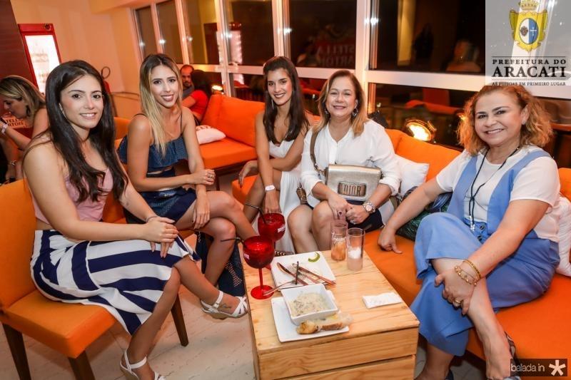 Nadia Cisne, Carolina Pontes, Paula Gentil, Sarah Philomeno e Alexandra Rolim