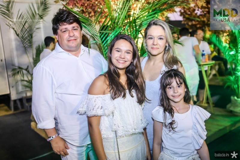 George, Eduarda, Erica e Isabel Lima