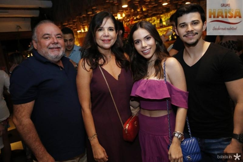 Pedro e Maria Lucia Carapeba, Nicole Vasconcelos e Pedro Paulo