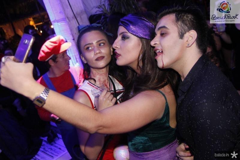 Erica e Gabreiala Monteiro e Douglas Dantas