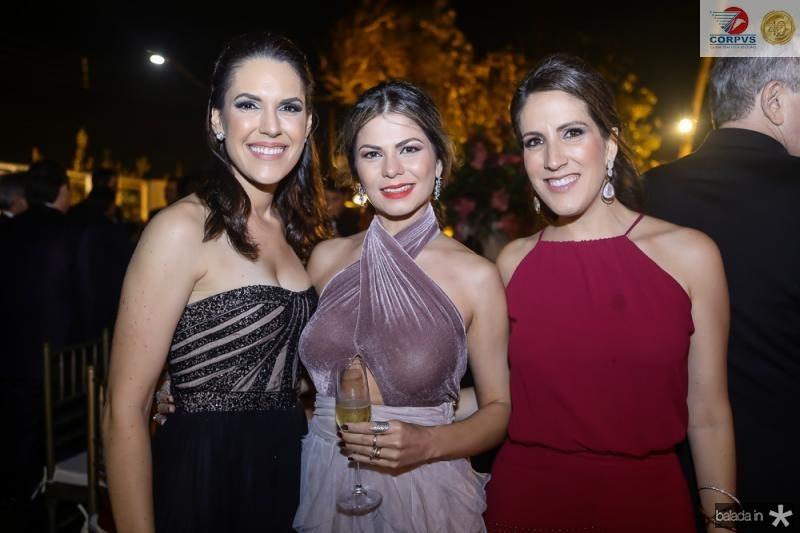 Larissa Laprovitera, Sara Oliveira e Mariana de Castro