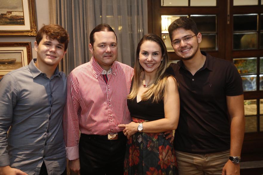 Edson IV, Otavio, Adriana e Otavinho Queiroz