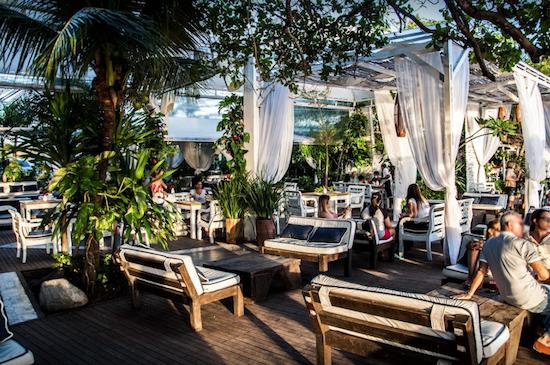 Colosso Lake Lounge
