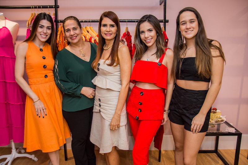 Juliana Cordeiro, Martinha Assuncao, Lorena Pouchain, Nicole Vasconcelos e Paula Assuncao