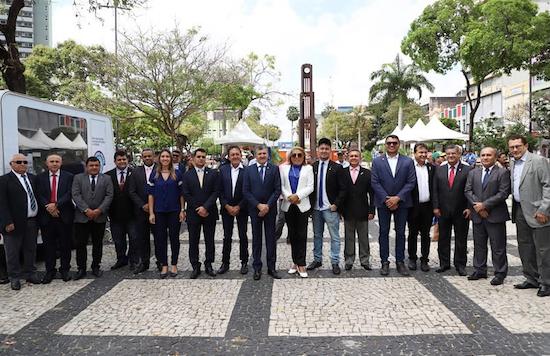Parlamentares na Praça
