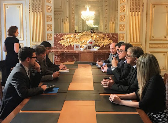 Reunião na Embaixada