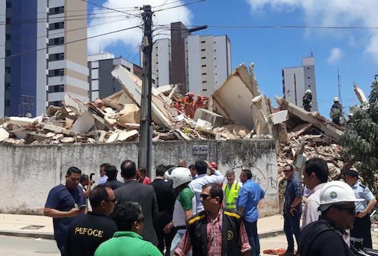 Escombros do edifício