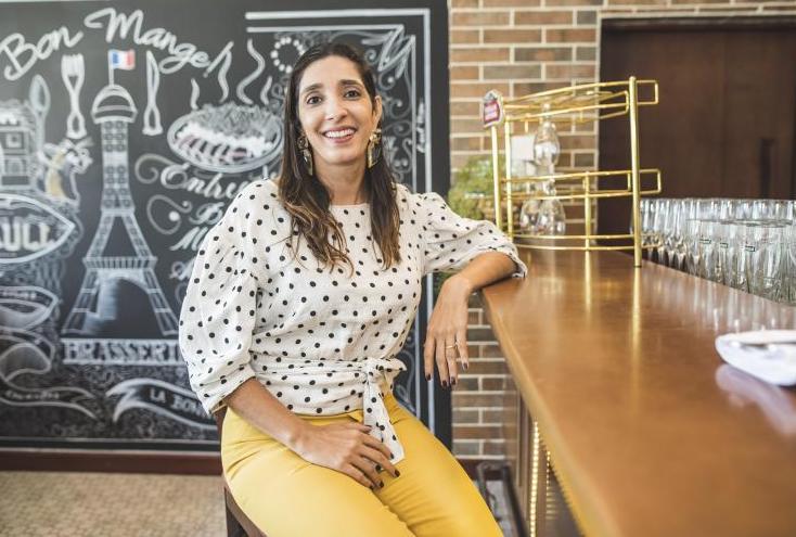 Catarina Cavalcante pilota bate-papo sobre colorimetria pessoal na Loja Estrelário