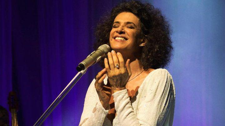 Cantora Simone se apresenta em Fortaleza durante o fim de semana