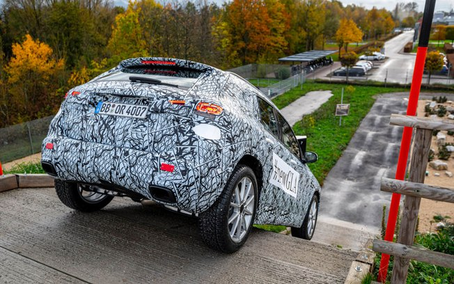 """Camuflado, Mercedes-Benz """"revela"""" GLA 2020"""