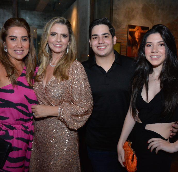 Ana Vládia Barreira, Tais E Felipe Pinto E Maria Eduarda Barreira