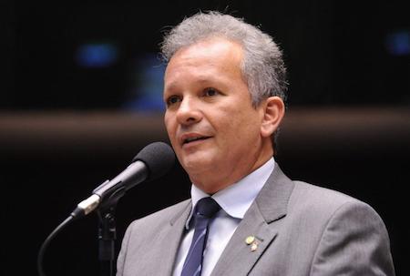 André Figueiredo aprova relatório sobre a atualização da Lei de Informática na Câmara Federal