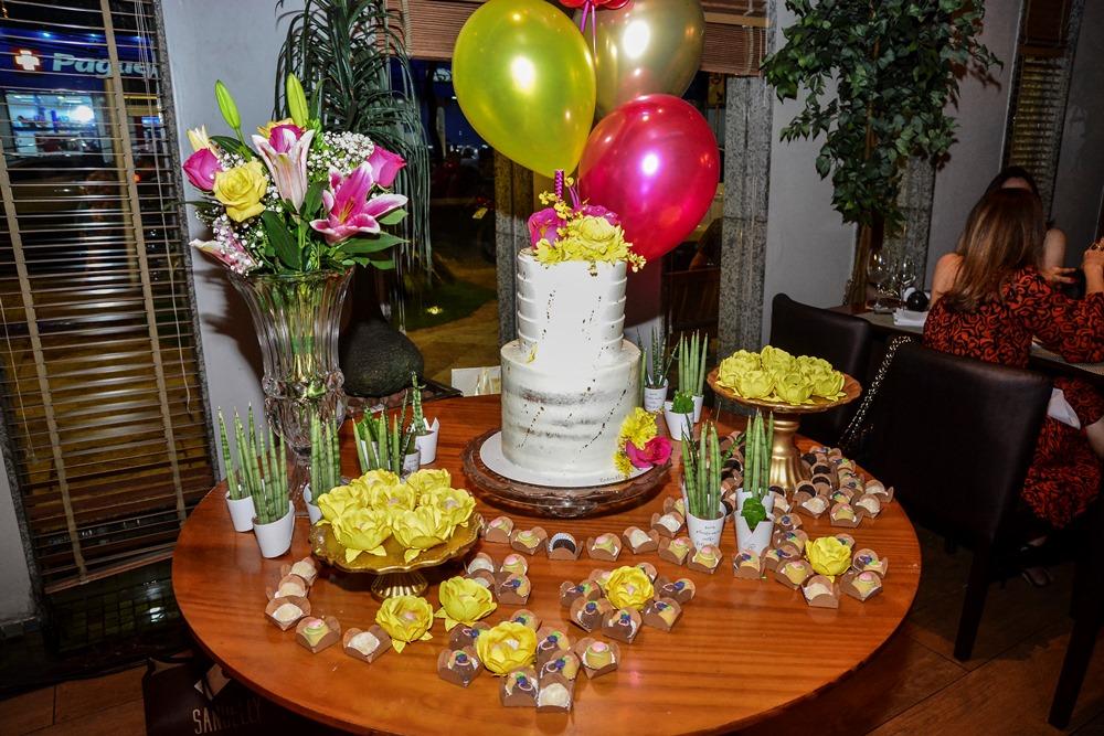 Gente que brilha - Geni Correia Lima celebra a nova idade com festa surpresa no Misaki