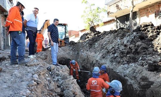 Antônio Henrique fiscaliza a execução de obras na Capital