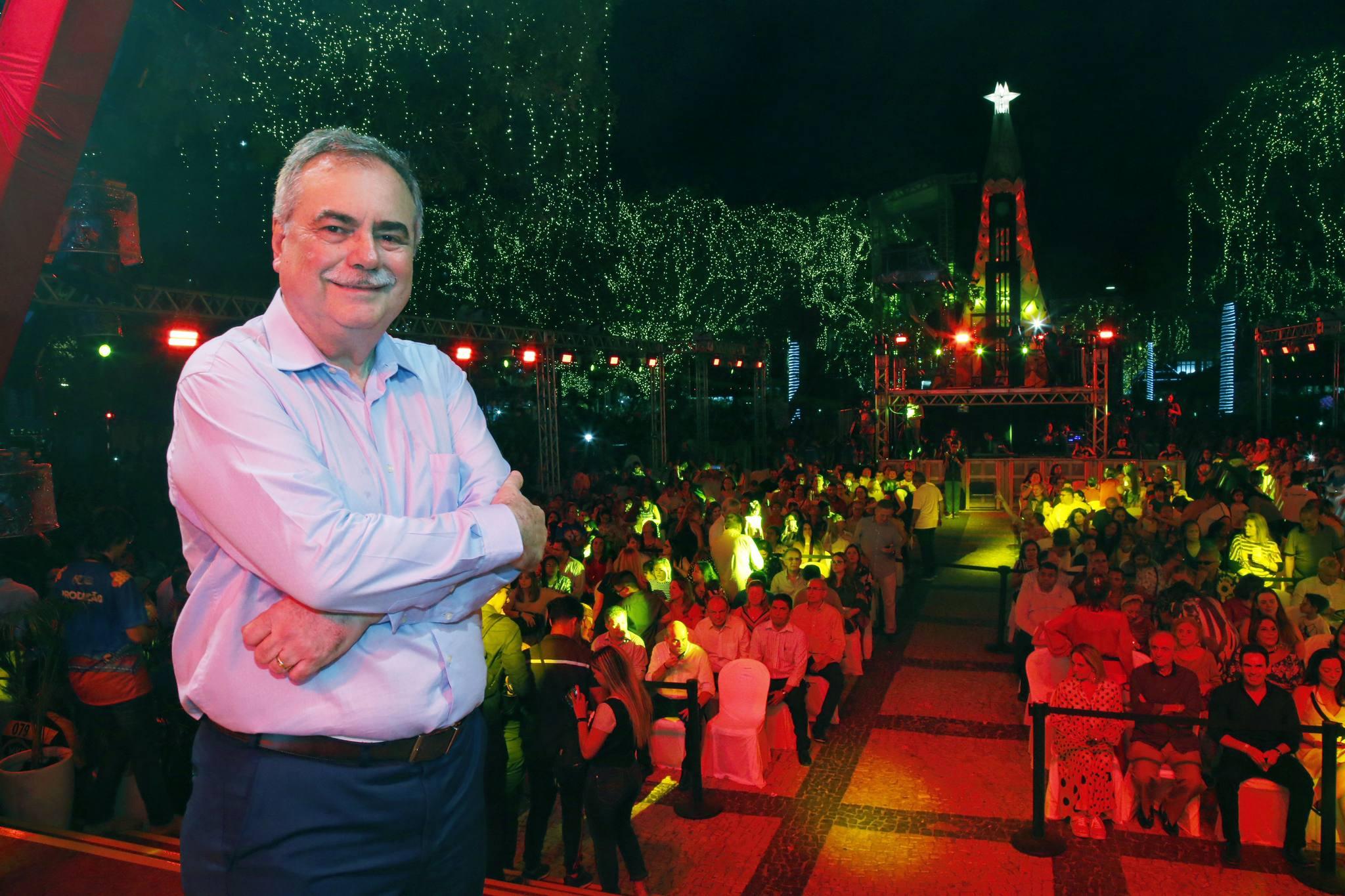 """CDL de Fortaleza dá o start oficial no """"Natal de Luz"""" com show de Alceu Valença"""