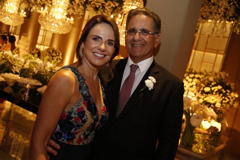Chuva de Arroz - Como reza a tradição católica, Rayssa Cavalcante e Alexandre Ary Pereira tornam-se marido e mulher