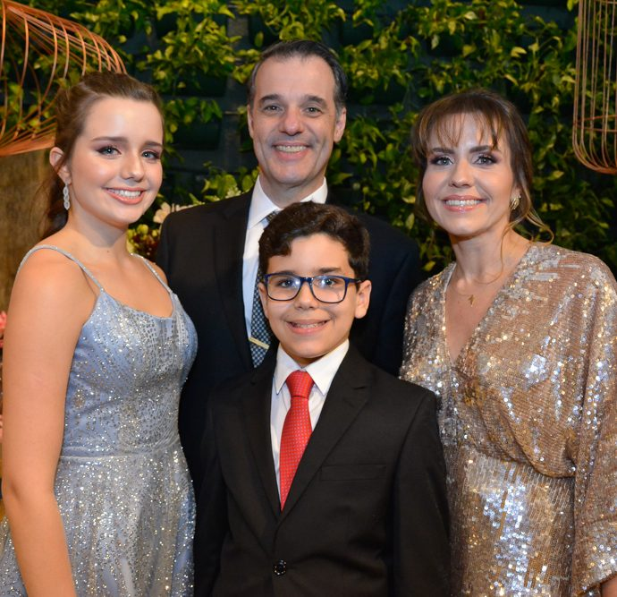 Beatriz, Rodrigo, Manuela E Davi Vicentini