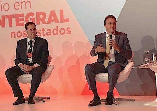 Camilo destaca a educação em tempo integral durante seminário
