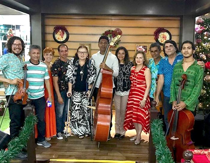 Renata Jereissati prestigia concerto de Natal no Iguatemi Fortaleza
