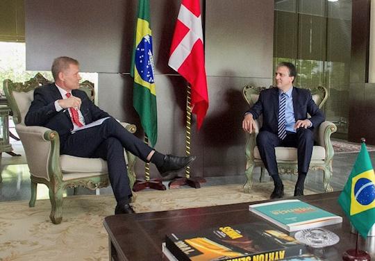 Camilo discute parcerias com embaixador da Dinamarca