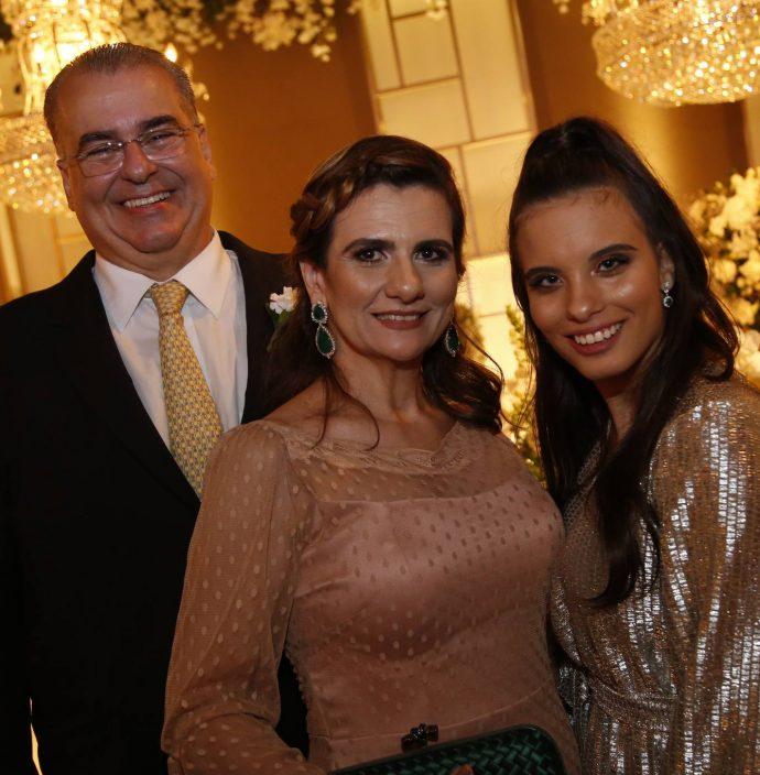 Eduardo, Nagila E Lara Correa