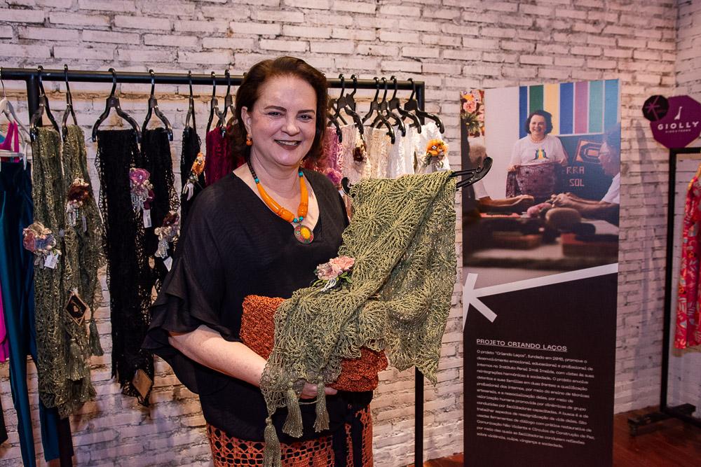 Ao lado de seis designers, Ethel Witerhust atua como vendedora por um dia na Loja Estrelário