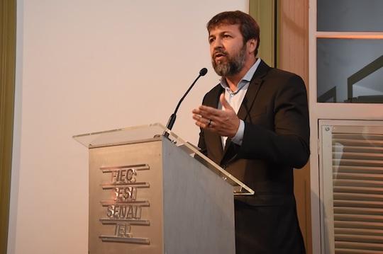 Élcio Batista discute segurança pública e futuro da indústria