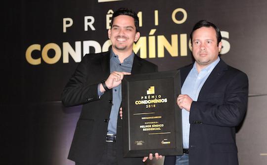 Igor Barroso e João Fiúza recebem premiação em festa da Adconce