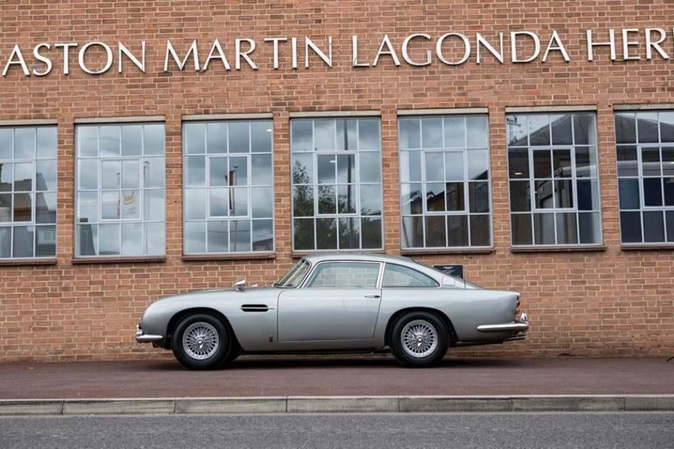 Carro de James Bond é vendido em leilão e você sabe por quanto? Let's take a look!