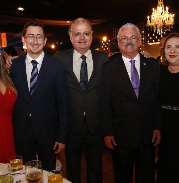 Itala E Roberto Victor Ribeiro, Alves Neto, Victor E Viviane Frota