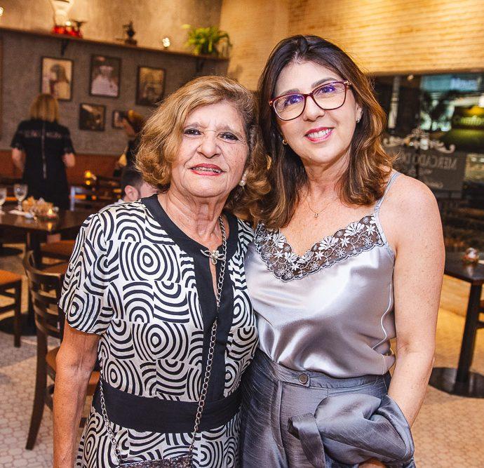 Lucia Paula E Jussara Queiroz