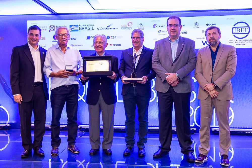 Em noite prestigiada no Gran Marquise, Severino Ramalho Neto é agraciado com o Troféu Equilibrista 2019