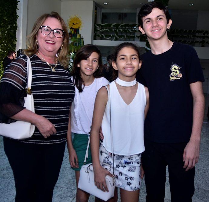 Marcia, Debora, Larissa E Felipe Machado